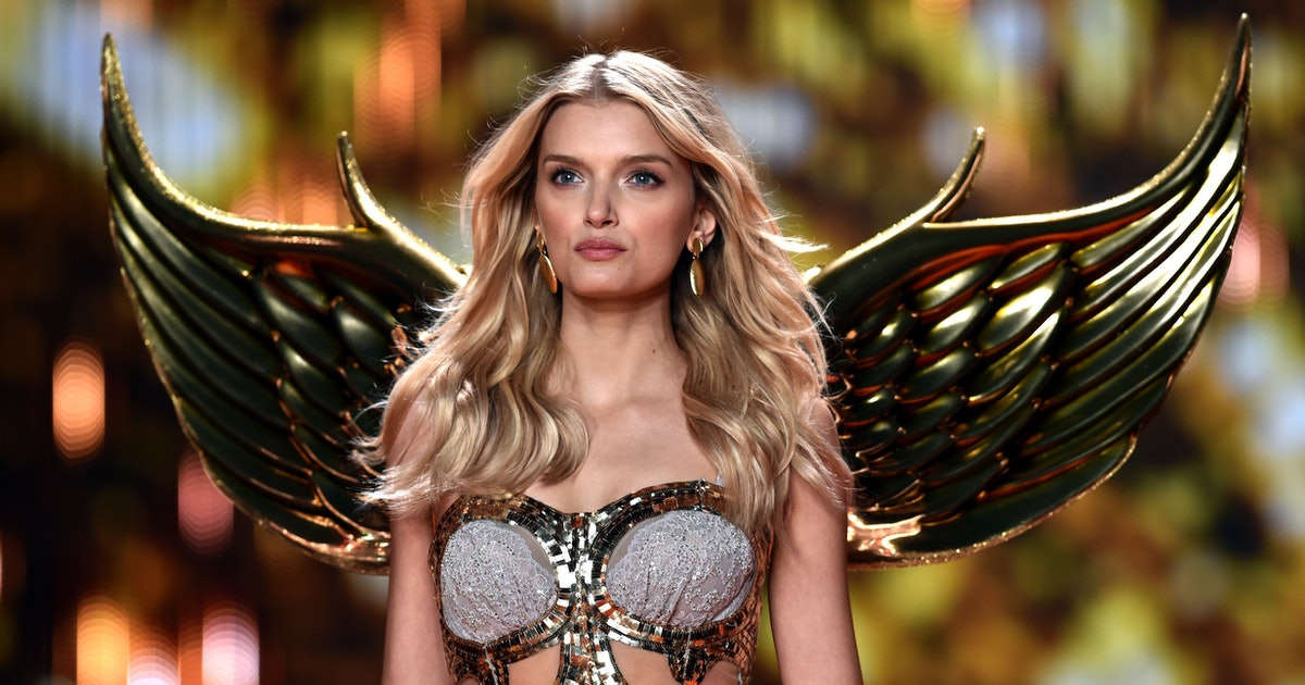 Does Victoria Secret still sell bathing suits?